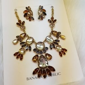 BANANA REPUBLIC MULTICOLOR FAN STATEMENT NECKLACE